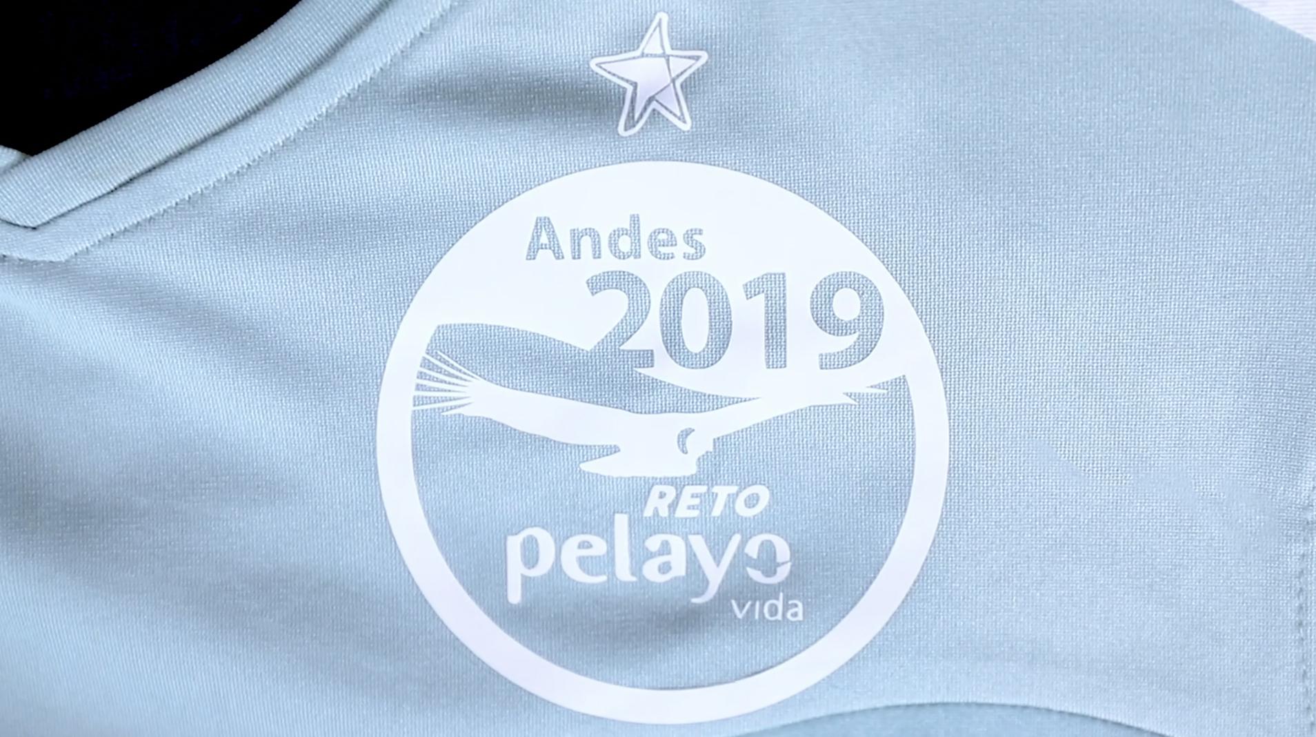 Camiseta con la estrella de cinco puntas sobre el escudo del Reto Pelayo Vida Andes 2019.